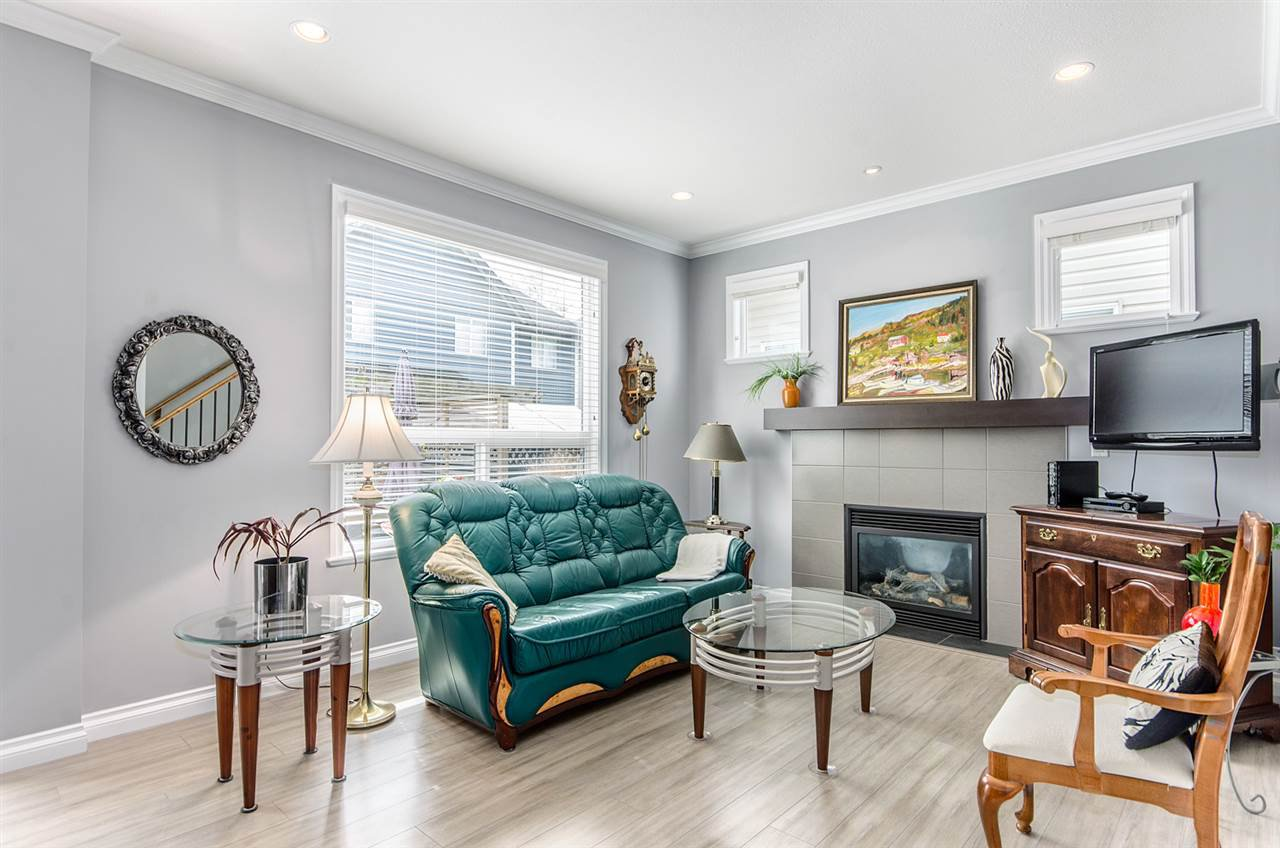 """Photo 4: Photos: 7031 181B Street in Surrey: Cloverdale BC House for sale in """"THE WOODS AT PROVINCETON"""" (Cloverdale)  : MLS®# R2057428"""