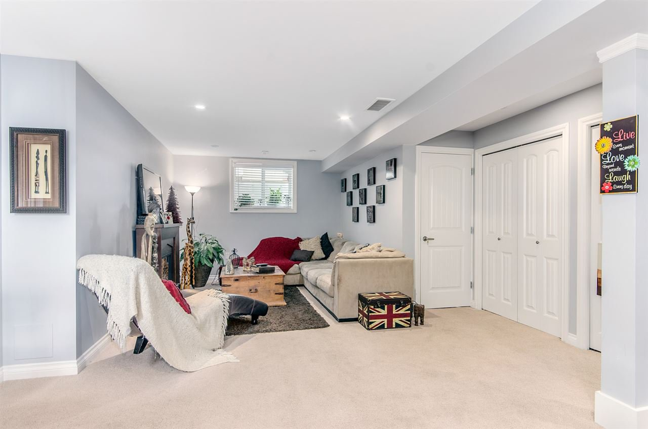 """Photo 18: Photos: 7031 181B Street in Surrey: Cloverdale BC House for sale in """"THE WOODS AT PROVINCETON"""" (Cloverdale)  : MLS®# R2057428"""