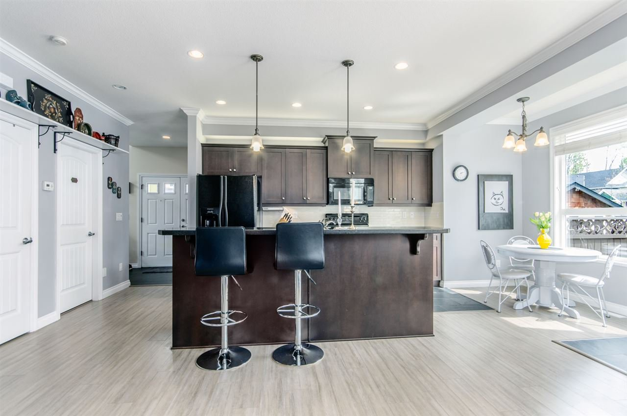 """Photo 7: Photos: 7031 181B Street in Surrey: Cloverdale BC House for sale in """"THE WOODS AT PROVINCETON"""" (Cloverdale)  : MLS®# R2057428"""