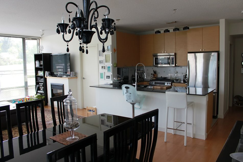 "Photo 2: Photos: 308 400 CAPILANO Road in Port Moody: Port Moody Centre Condo for sale in ""ARIA 2"" : MLS®# R2084466"