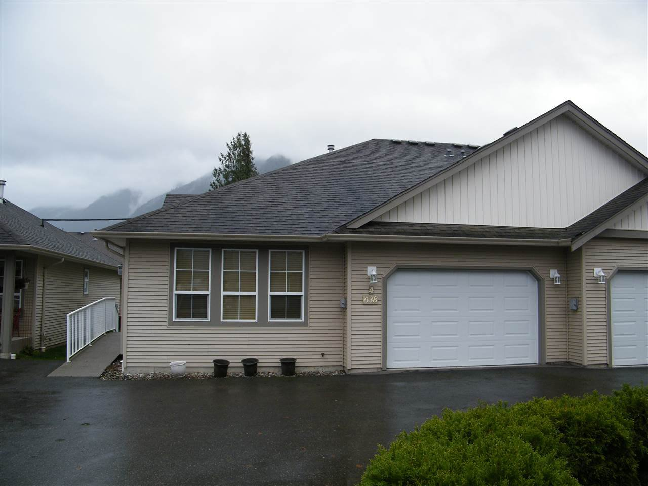 Main Photo: 4 638 COQUIHALLA Street in Hope: Hope Center House 1/2 Duplex for sale : MLS®# R2124027
