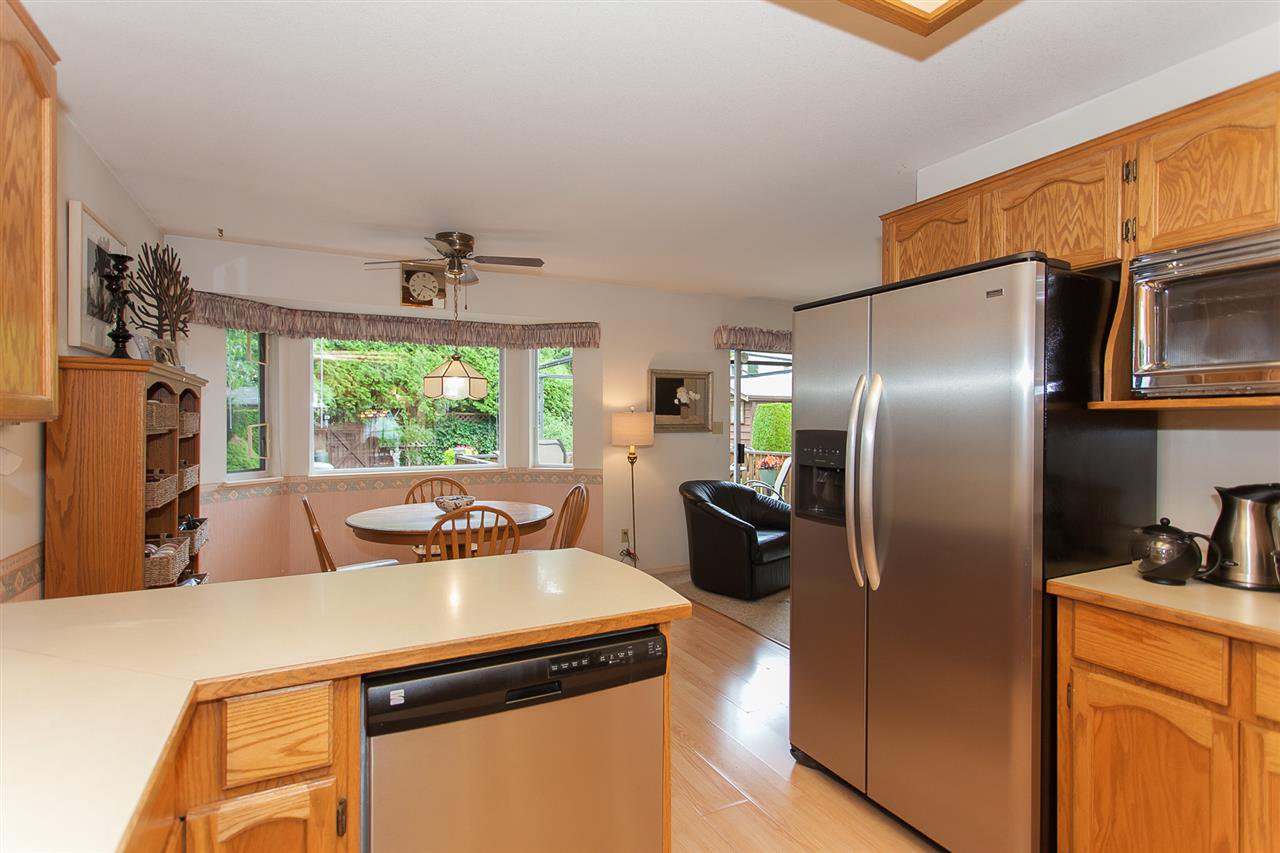 "Photo 9: Photos: 18589 62 Avenue in Surrey: Cloverdale BC House for sale in ""Eaglecrest"" (Cloverdale)  : MLS®# R2208241"