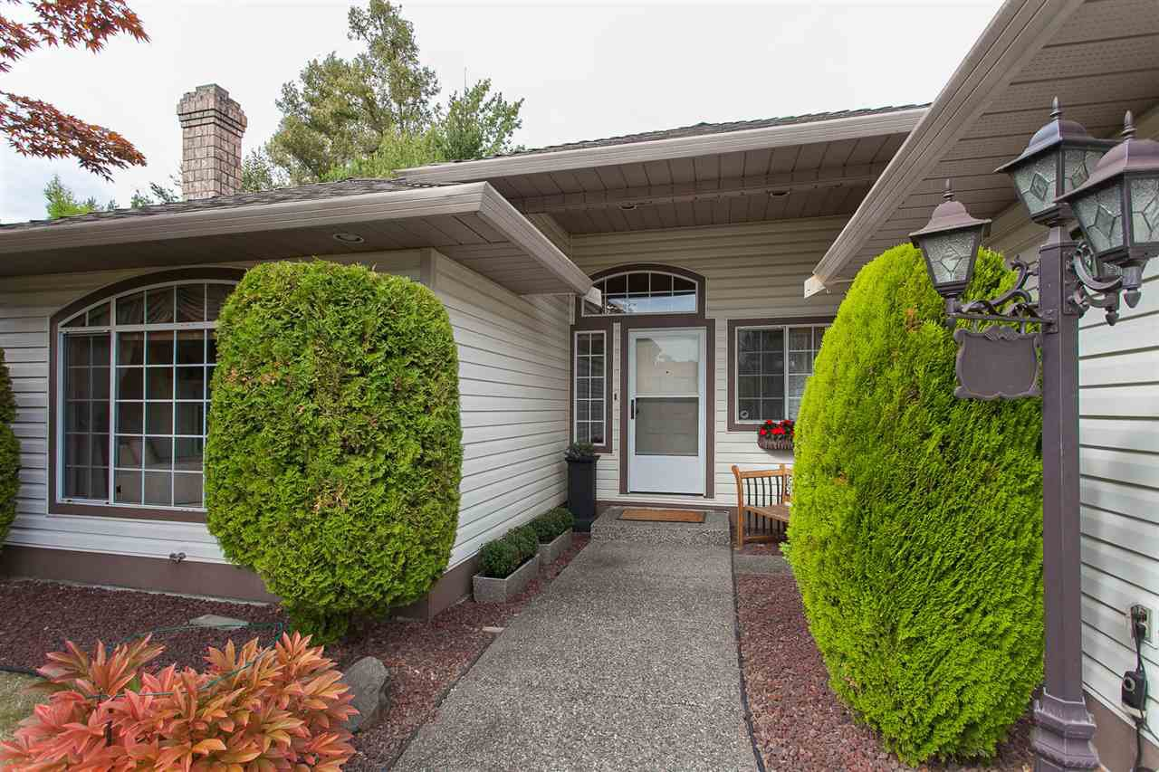 "Photo 2: Photos: 18589 62 Avenue in Surrey: Cloverdale BC House for sale in ""Eaglecrest"" (Cloverdale)  : MLS®# R2208241"