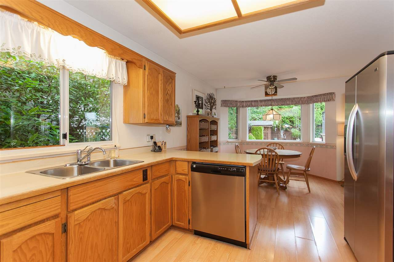 "Photo 7: Photos: 18589 62 Avenue in Surrey: Cloverdale BC House for sale in ""Eaglecrest"" (Cloverdale)  : MLS®# R2208241"