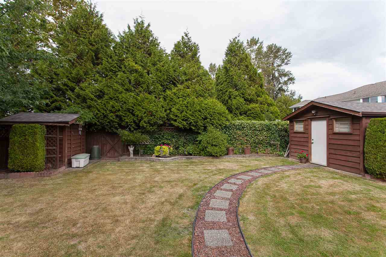 "Photo 19: Photos: 18589 62 Avenue in Surrey: Cloverdale BC House for sale in ""Eaglecrest"" (Cloverdale)  : MLS®# R2208241"