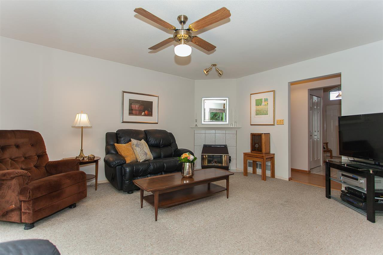 "Photo 11: Photos: 18589 62 Avenue in Surrey: Cloverdale BC House for sale in ""Eaglecrest"" (Cloverdale)  : MLS®# R2208241"