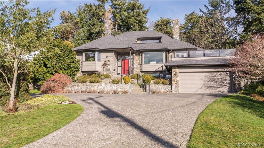 Main Photo: 2946 Tudor Avenue in VICTORIA: SE Ten Mile Point Single Family Detached for sale (Saanich East)  : MLS®# 387091