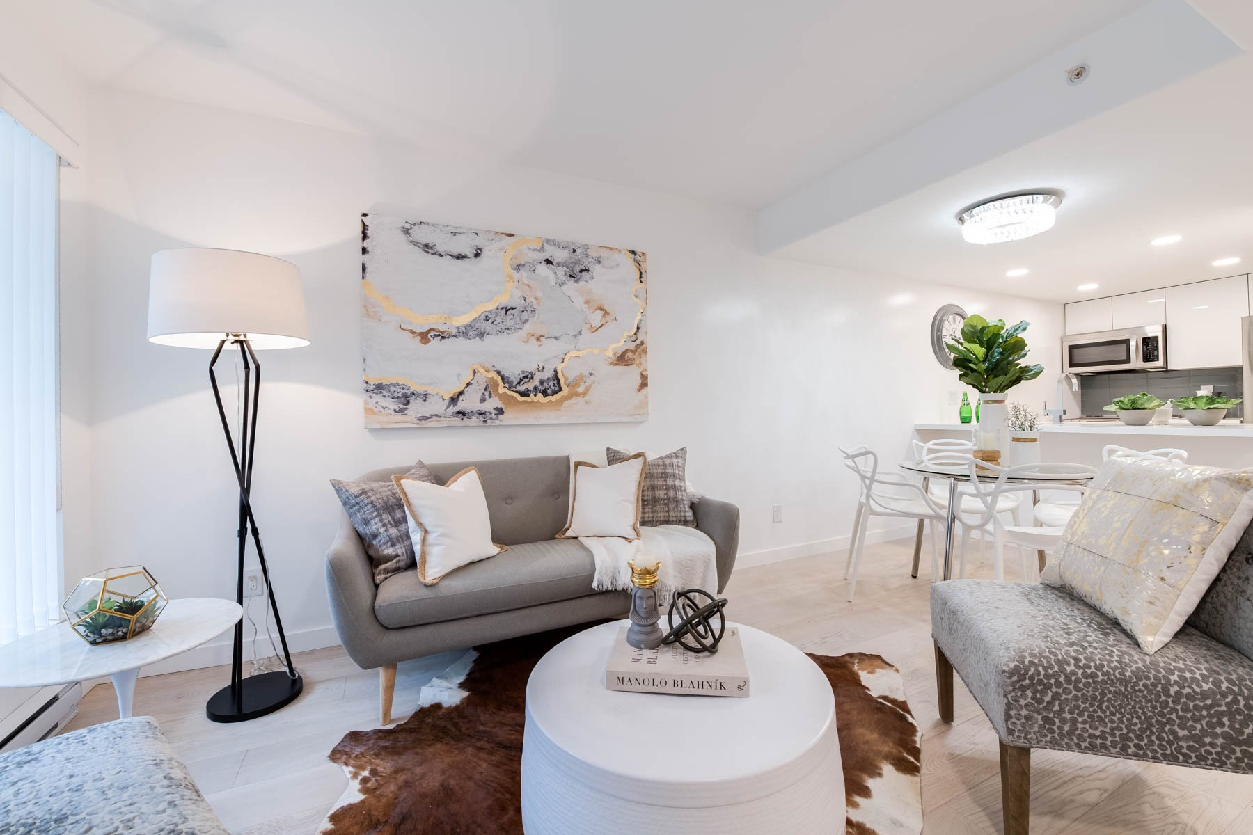 Main Photo: 910 Beach Avenue in Vancouver: Condo for rent (Yaletown)