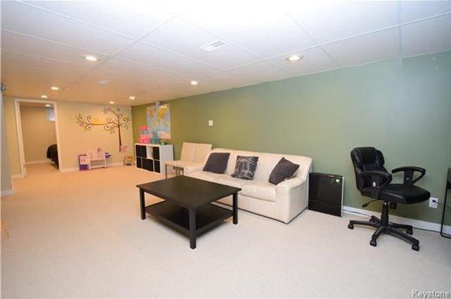 Photo 11: Photos: 828 Simpson Avenue in Winnipeg: East Kildonan Residential for sale (3B)  : MLS®# 1808058