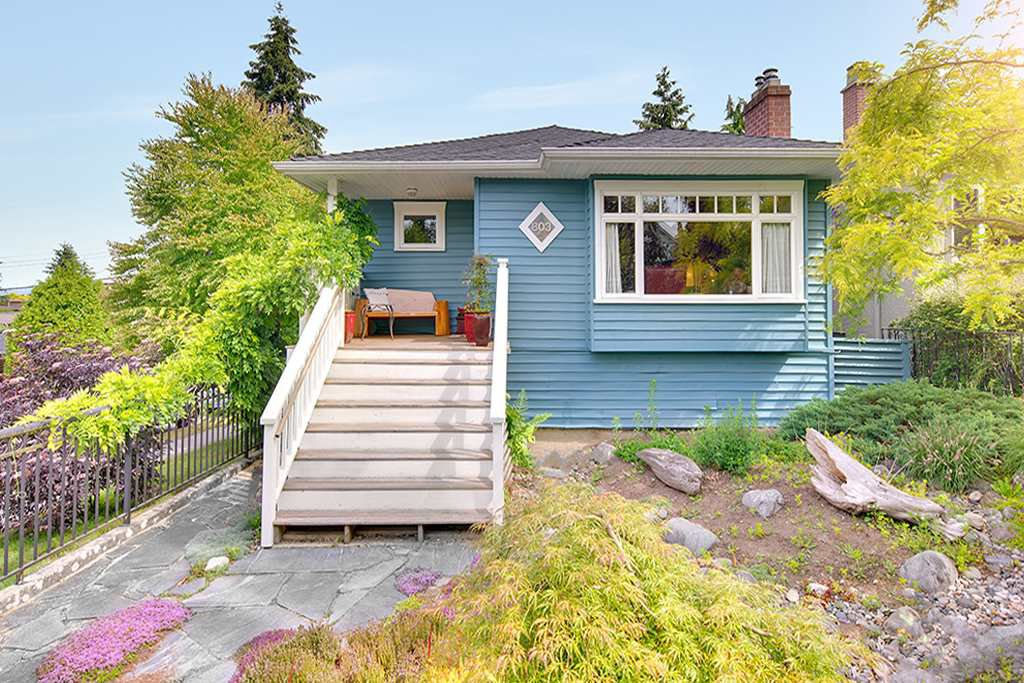 Main Photo: 803 E 32ND Avenue in Vancouver: Fraser VE House for sale (Vancouver East)  : MLS®# R2304581