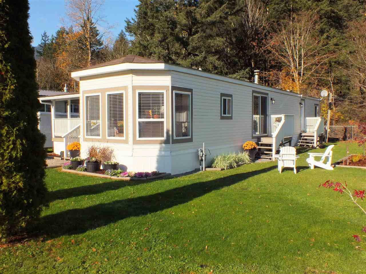 "Main Photo: 10 65367 KAWKAWA  LAKE Road in Hope: Hope Kawkawa Lake Manufactured Home for sale in ""CRYSTAL RIVER COURT"" : MLS®# R2321483"