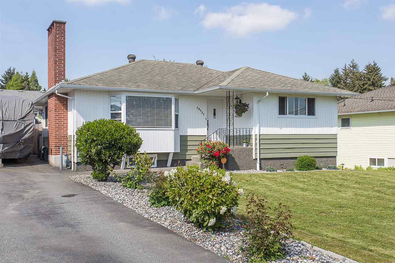 Main Photo: 32957 12TH Avenue in Mission: Mission BC House for sale : MLS®# R2381348