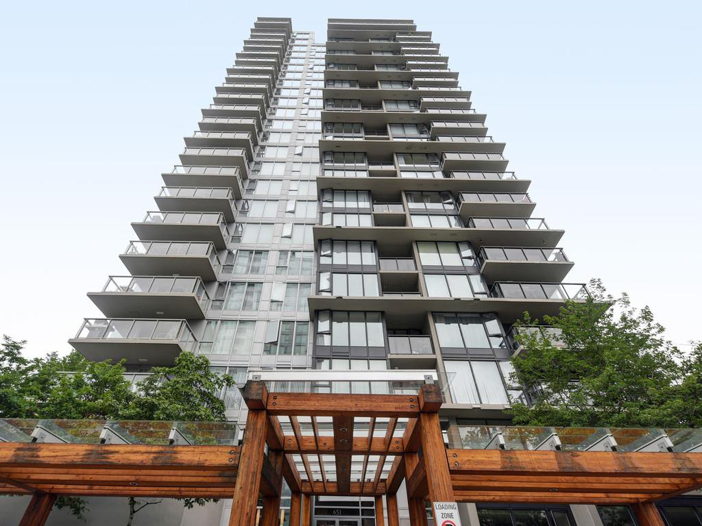 "Main Photo: 802 651 NOOTKA Way in Port Moody: Port Moody Centre Condo for sale in ""Sahalee"" : MLS®# R2386023"