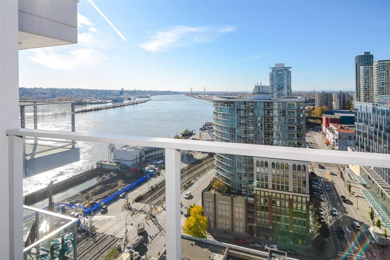 "Main Photo: 2002 668 COLUMBIA Street in New Westminster: Downtown NW Condo for sale in ""Trapp + Holbrook"" : MLS®# R2419627"