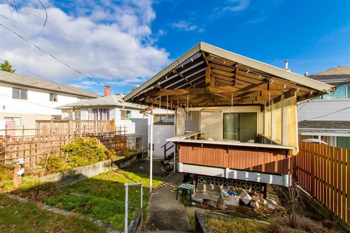 """Photo 7: Photos: 17 N ELLESMERE Avenue in Burnaby: Capitol Hill BN House for sale in """"Capitol Hill"""" (Burnaby North)  : MLS®# R2434347"""