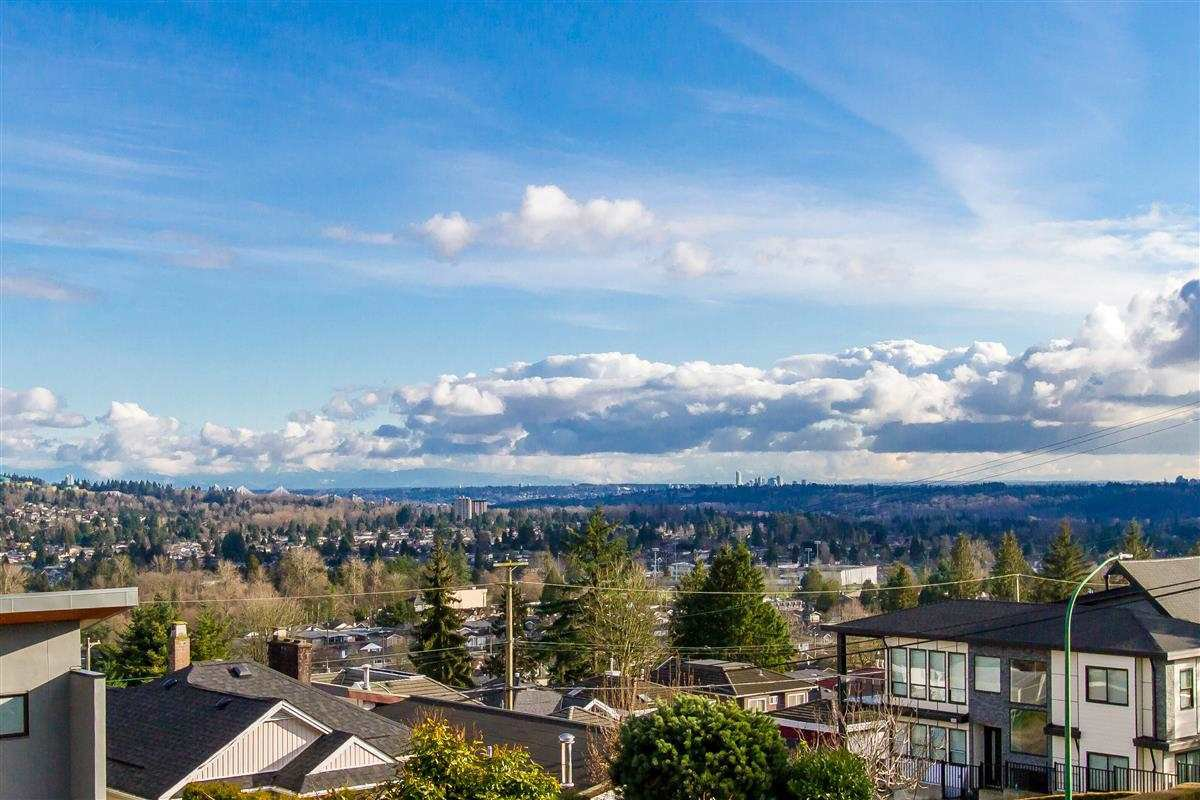 """Photo 4: Photos: 17 N ELLESMERE Avenue in Burnaby: Capitol Hill BN House for sale in """"Capitol Hill"""" (Burnaby North)  : MLS®# R2434347"""