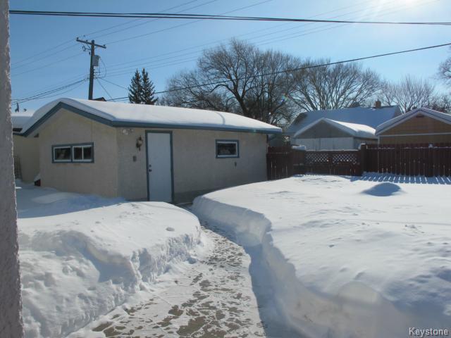 Photo 2: Photos:  in WINNIPEG: Transcona Residential for sale (North East Winnipeg)  : MLS®# 1402119