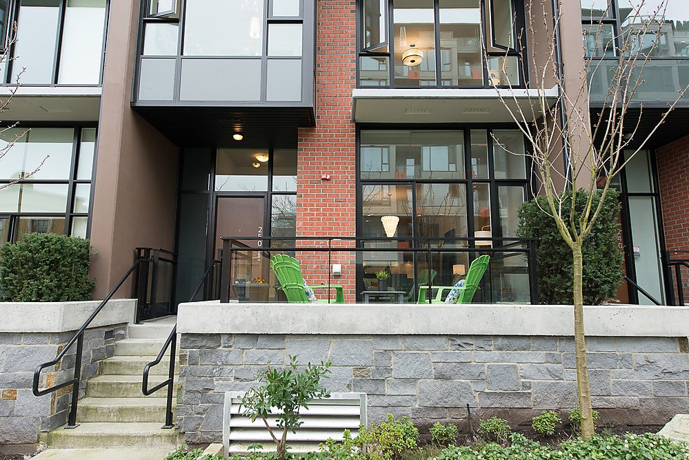 """Photo 2: Photos: 250 E 7TH Avenue in Vancouver: Mount Pleasant VE Townhouse for sale in """"SOCIAL"""" (Vancouver East)  : MLS®# V1053656"""