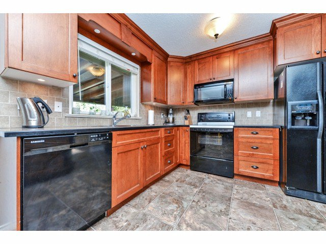 """Photo 7: Photos: 20725 47A Avenue in Langley: Langley City House for sale in """"UPLANDS / CITY PARK"""" : MLS®# F1426773"""