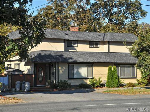 Main Photo: 3372 Shelbourne St in VICTORIA: SE Cedar Hill Half Duplex for sale (Saanich East)  : MLS®# 707040