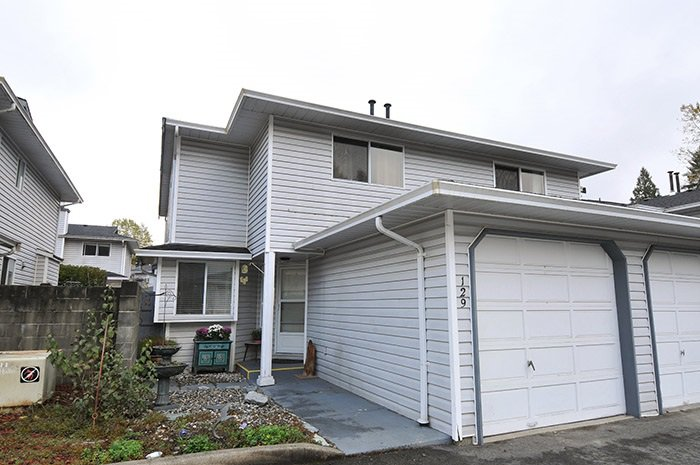 "Main Photo: 129 11255 HARRISON Street in Maple Ridge: East Central House 1/2 Duplex for sale in ""RIVERHEIGHTS"" : MLS®# R2013476"
