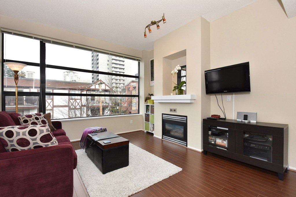 "Main Photo: 505 124 W 3RD Street in North Vancouver: Lower Lonsdale Condo for sale in ""THE VOGUE"" : MLS®# R2030995"