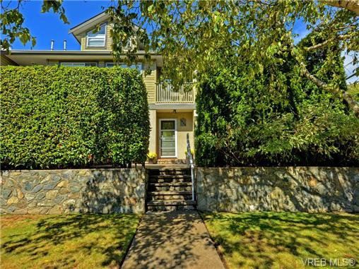 Main Photo: 1646 Myrtle Ave in VICTORIA: Vi Oaklands Row/Townhouse for sale (Victoria)  : MLS®# 741520