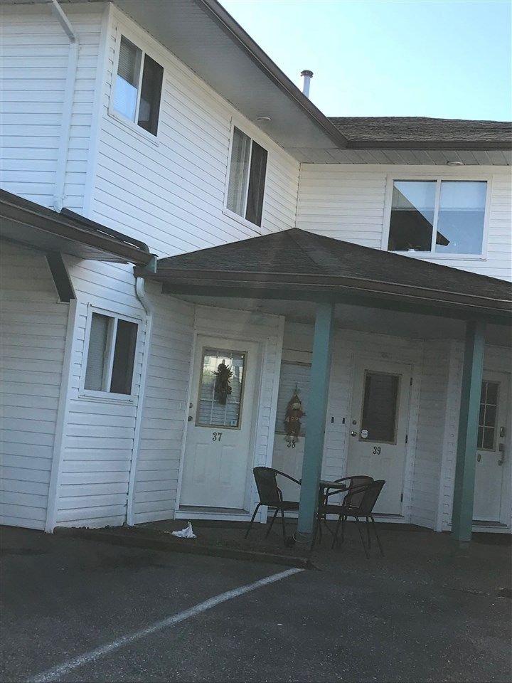 "Main Photo: 37 7715 LUCKAKUCK Place in Sardis: Sardis West Vedder Rd Townhouse for sale in ""Village Creek Estates"" : MLS®# R2308933"
