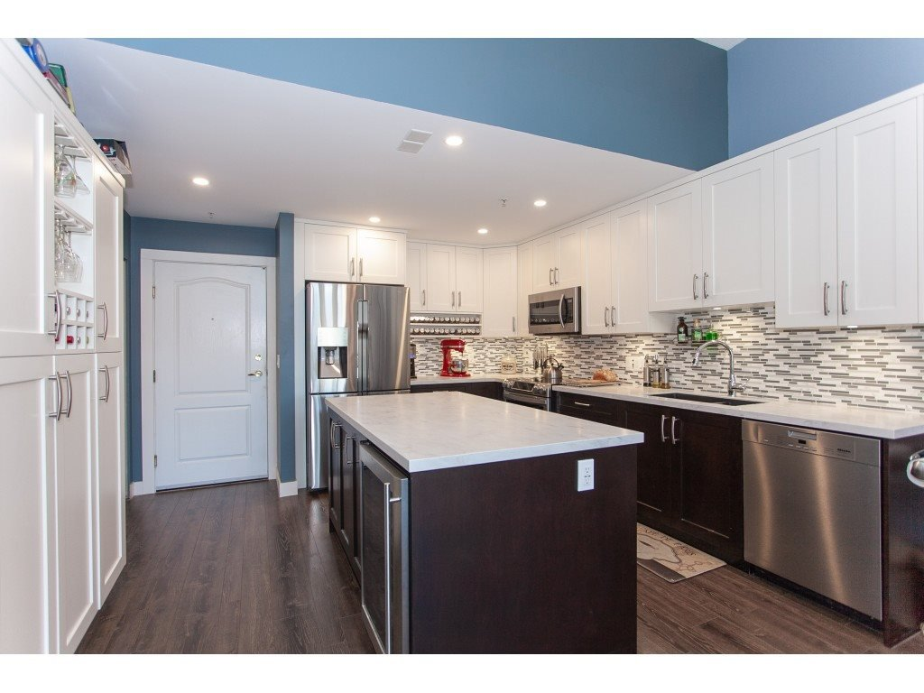 """Main Photo: 310 19528 FRASER Highway in Surrey: Cloverdale BC Condo for sale in """"The Fairmont"""" (Cloverdale)  : MLS®# R2339171"""