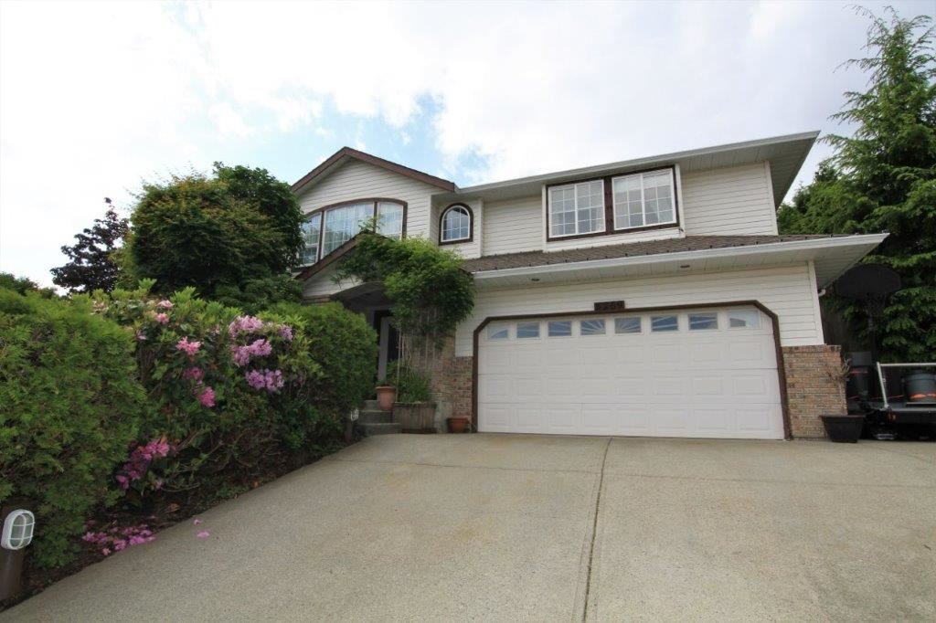 Photo 1: Photos: 8269 WHARTON Place in Mission: Mission BC House for sale : MLS®# R2372117