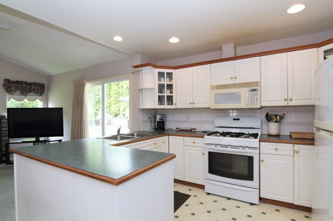 Photo 2: Photos: 8269 WHARTON Place in Mission: Mission BC House for sale : MLS®# R2372117