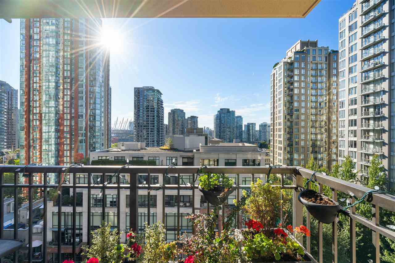 """Main Photo: 1007 989 RICHARDS Street in Vancouver: Downtown VW Condo for sale in """"THE MONDRIAN"""" (Vancouver West)  : MLS®# R2497605"""