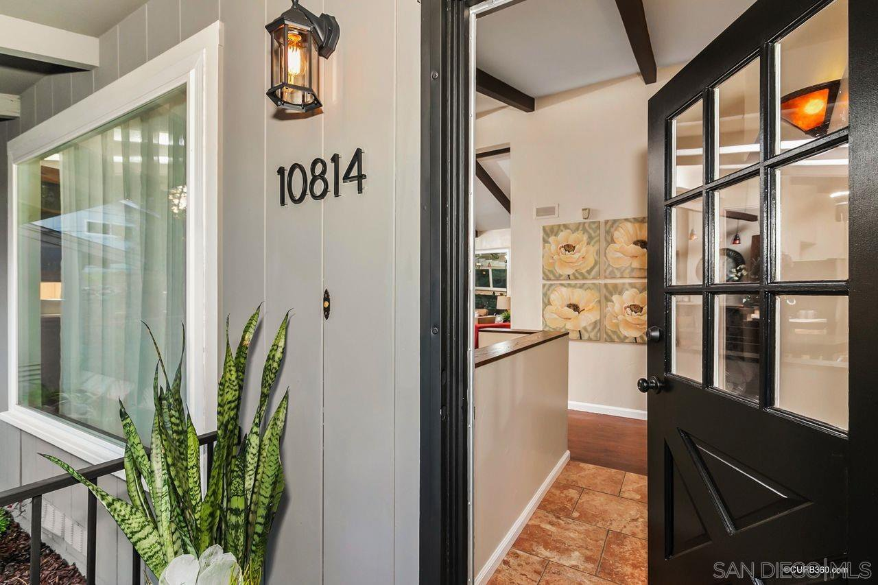 Main Photo: MOUNT HELIX House for sale : 3 bedrooms : 10814 Calavo in La Mesa