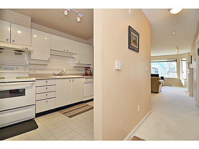 Photo 5: Photos: # 335 5888 DOVER CR in Richmond: Riverdale RI Condo for sale : MLS®# V1012503