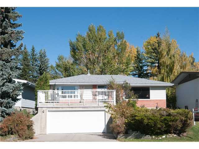 Main Photo: 3032 CONRAD Drive NW in Calgary: Charleswood Residential Detached Single Family for sale : MLS®# C3637291
