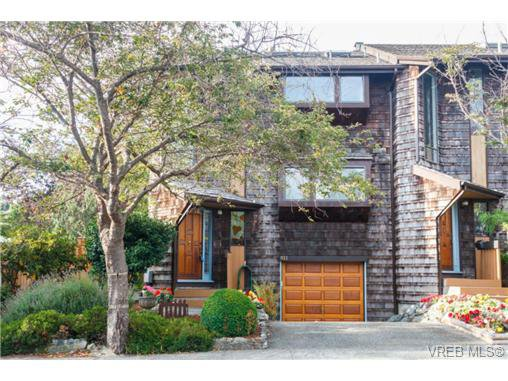 Main Photo: 911 Oliphant Ave in VICTORIA: Vi Fairfield West Row/Townhouse for sale (Victoria)  : MLS®# 711126