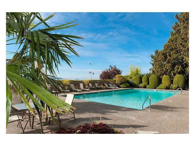 """Main Photo: 1207 150 24TH Street in West Vancouver: Dundarave Condo for sale in """"Seastrand"""" : MLS®# R2046328"""
