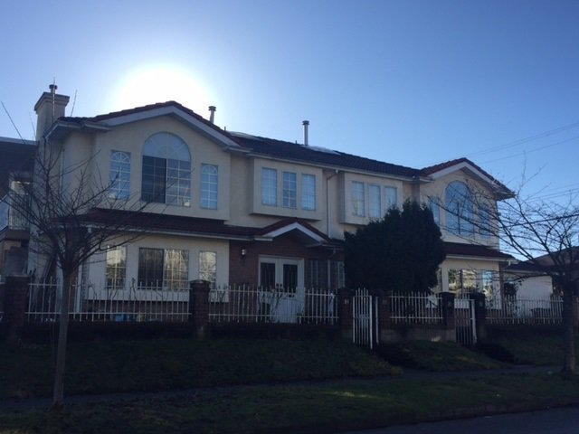 Main Photo: 688 E 22ND Avenue in Vancouver: Fraser VE House 1/2 Duplex for sale (Vancouver East)  : MLS®# R2133308