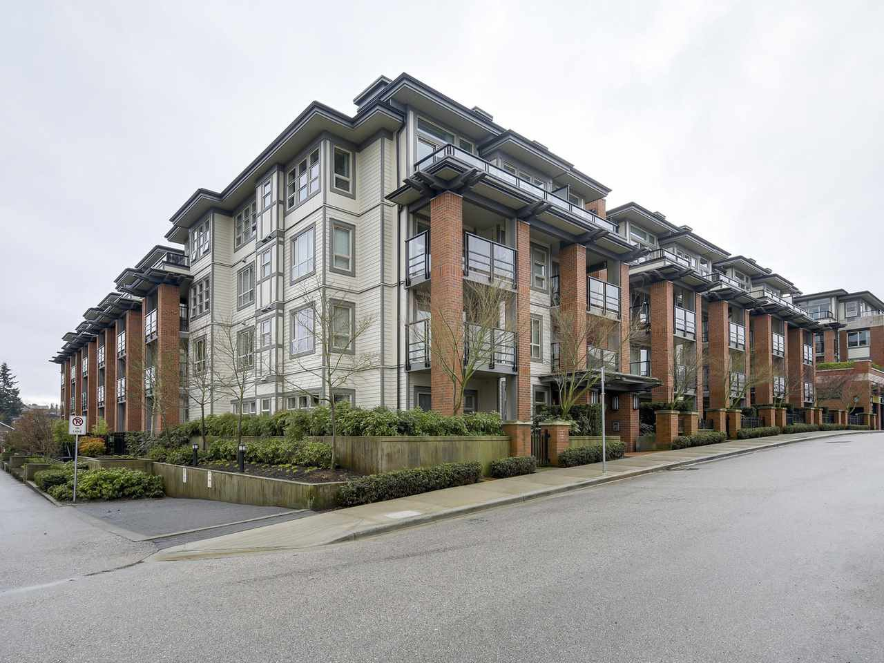 "Main Photo: 225 738 E 29TH Avenue in Vancouver: Fraser VE Condo for sale in ""CENTURY"" (Vancouver East)  : MLS®# R2146306"