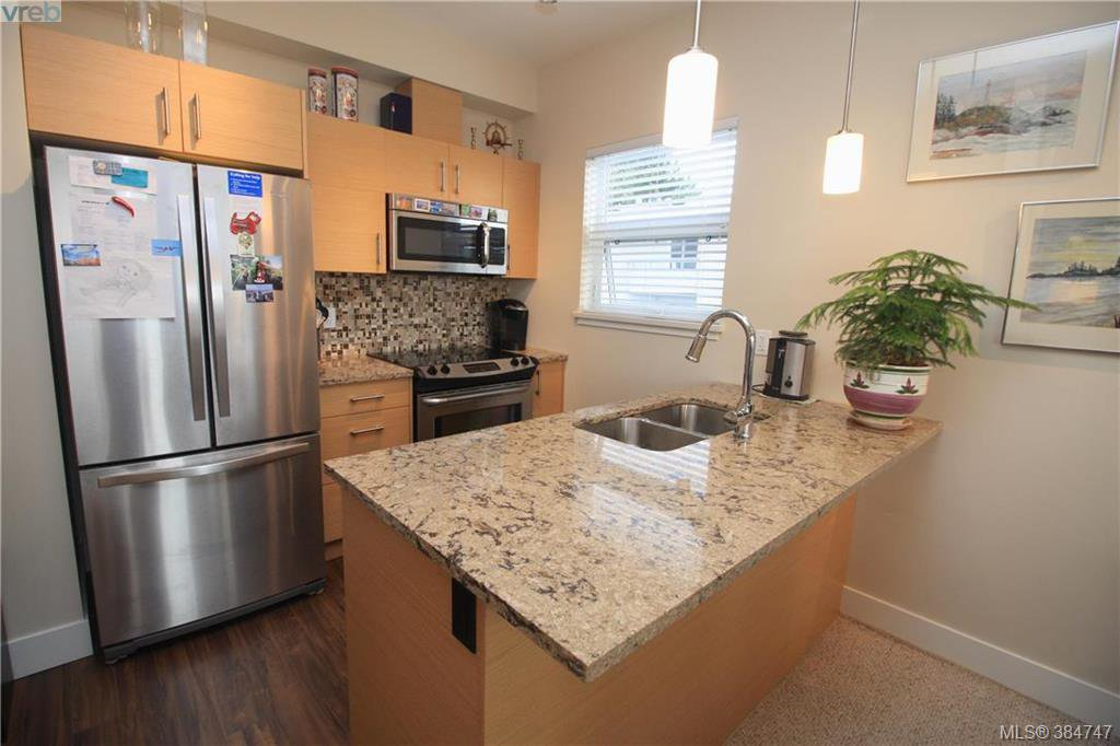 Main Photo: 404 935 Cloverdale Avenue in VICTORIA: SE Quadra Condo Apartment for sale (Saanich East)  : MLS®# 384747