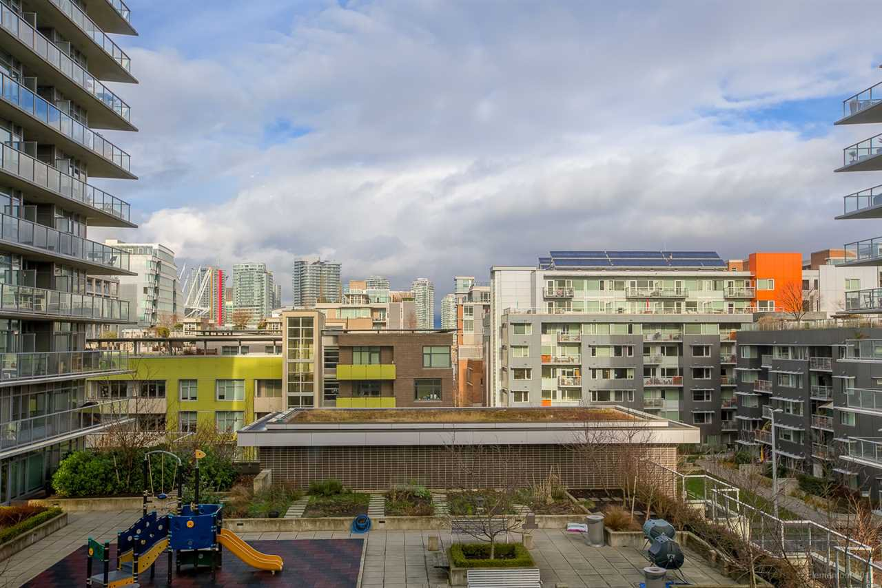 """Photo 7: Photos: 602 159 W 2ND Avenue in Vancouver: False Creek Condo for sale in """"TOWER GREEN AT WEST"""" (Vancouver West)  : MLS®# R2242190"""