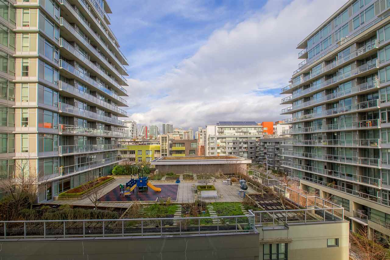 """Photo 8: Photos: 602 159 W 2ND Avenue in Vancouver: False Creek Condo for sale in """"TOWER GREEN AT WEST"""" (Vancouver West)  : MLS®# R2242190"""