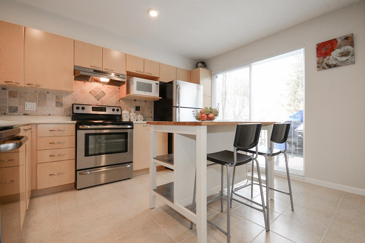 """Photo 5: Photos: 62 12778 66 Avenue in Surrey: West Newton Townhouse for sale in """"HATHAWAY VILLAGE"""" : MLS®# R2242633"""