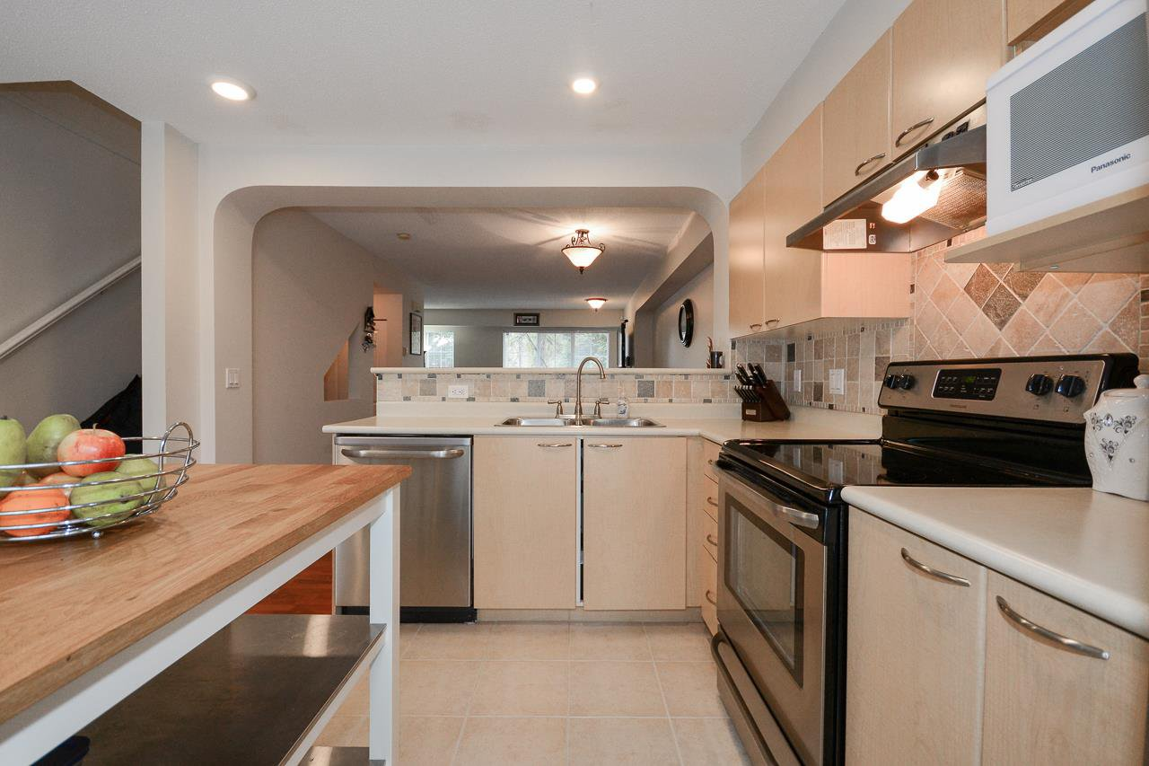 """Photo 7: Photos: 62 12778 66 Avenue in Surrey: West Newton Townhouse for sale in """"HATHAWAY VILLAGE"""" : MLS®# R2242633"""