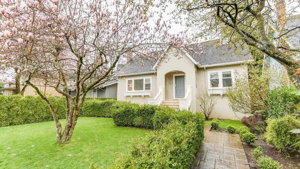 Main Photo: 3953 W 31ST Avenue in Vancouver: Dunbar House for sale (Vancouver West)  : MLS®# R2257846