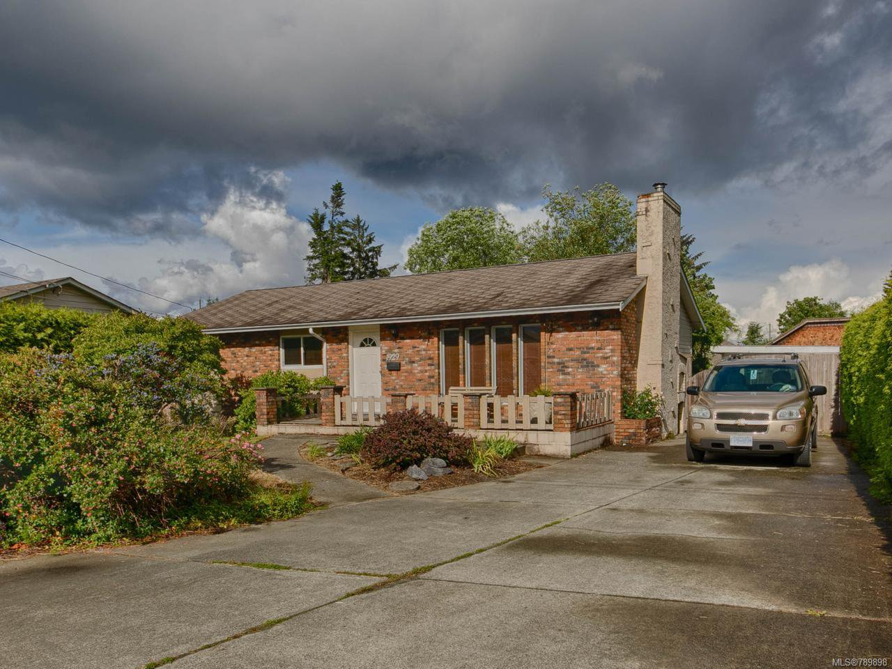 Main Photo: 1929 Lawson Grove in CAMPBELL RIVER: CR Willow Point House for sale (Campbell River)  : MLS®# 789898