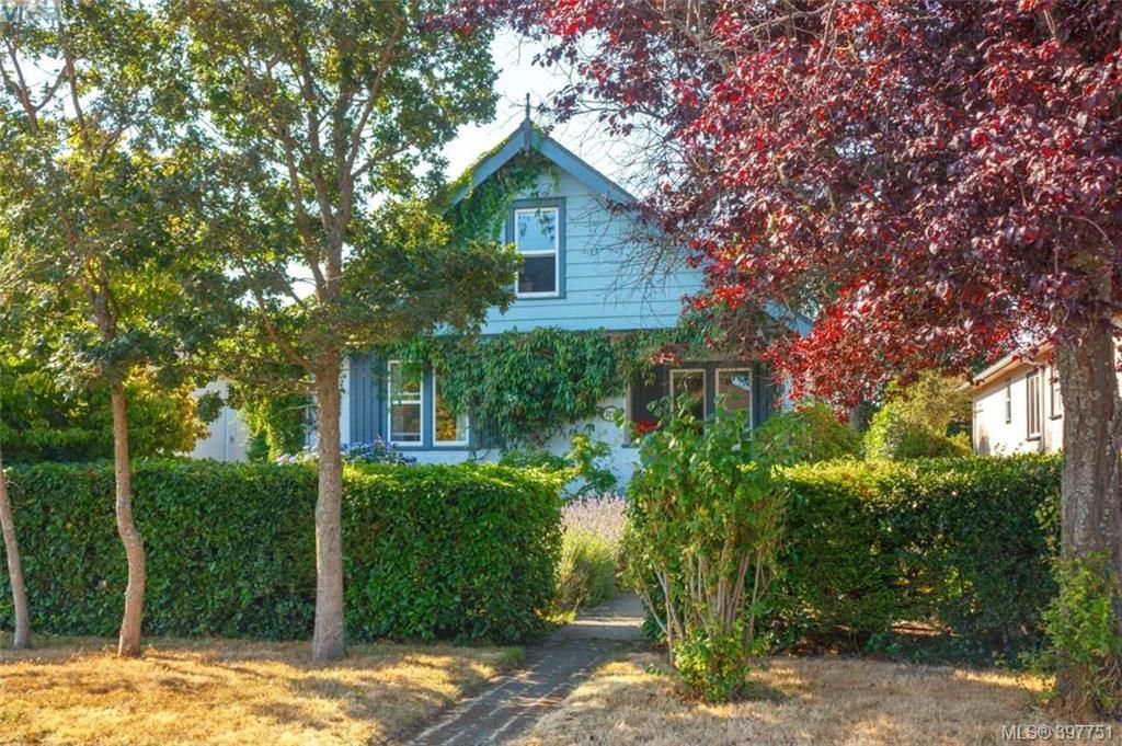 Main Photo: 2059 Newton St in VICTORIA: OB Henderson Single Family Detached for sale (Oak Bay)  : MLS®# 795691