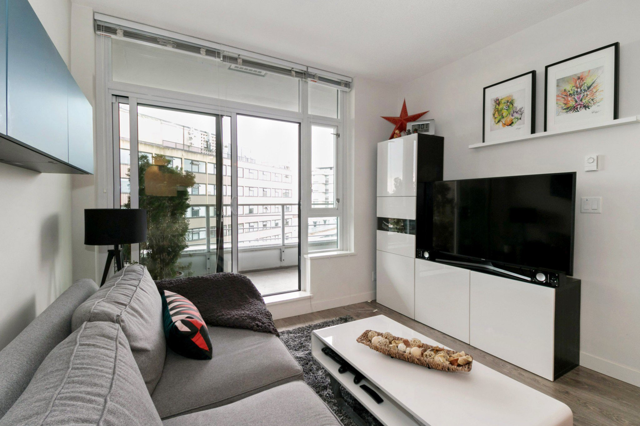 """Photo 3: Photos: 706 2788 PRINCE EDWARD Street in Vancouver: Mount Pleasant VE Condo for sale in """"UPTOWN BY CONCORD"""" (Vancouver East)  : MLS®# R2300418"""