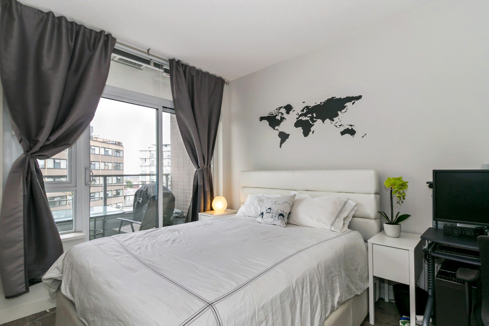 """Photo 7: Photos: 706 2788 PRINCE EDWARD Street in Vancouver: Mount Pleasant VE Condo for sale in """"UPTOWN BY CONCORD"""" (Vancouver East)  : MLS®# R2300418"""