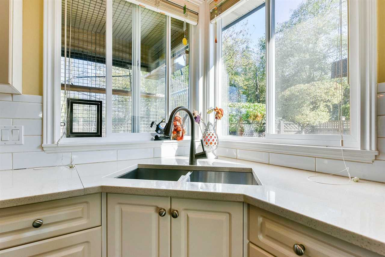 "Photo 8: Photos: 16441 GLENSIDE Court in Surrey: Fraser Heights House for sale in ""Fraser Glen"" (North Surrey)  : MLS®# R2317953"